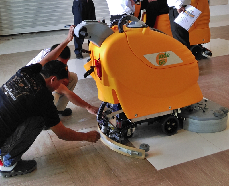 Gulf Mall Floor Cleaning Equipments